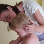 Craniosacralanwendung bei einem Kleinkind